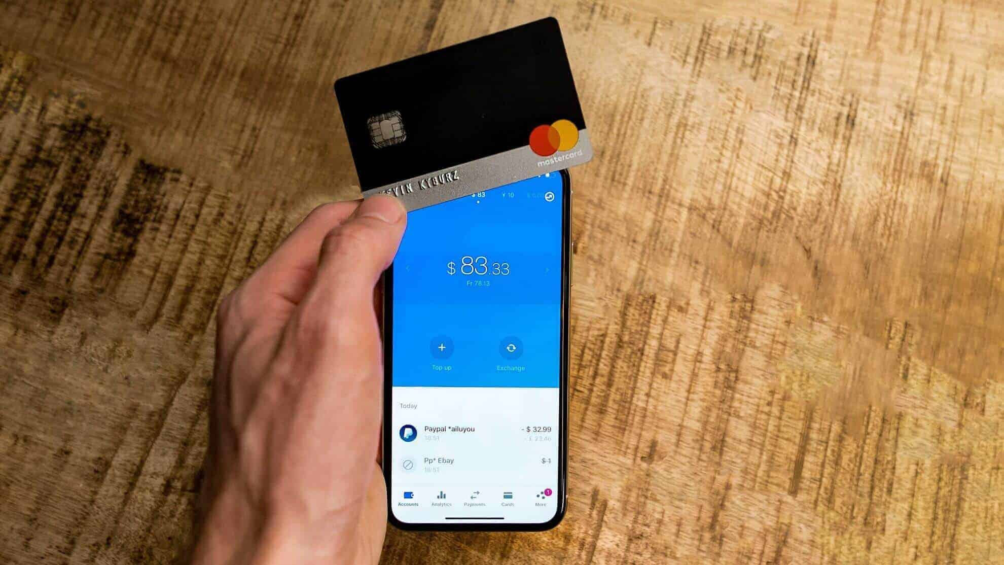 Revolut-Card-iPhone-Social
