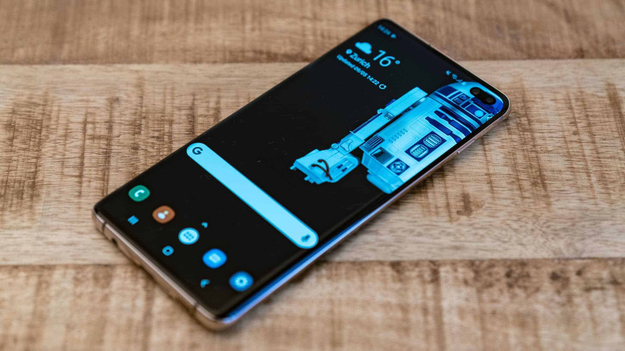 Samsung-Galaxy-S10-Plus-Techragage-Front