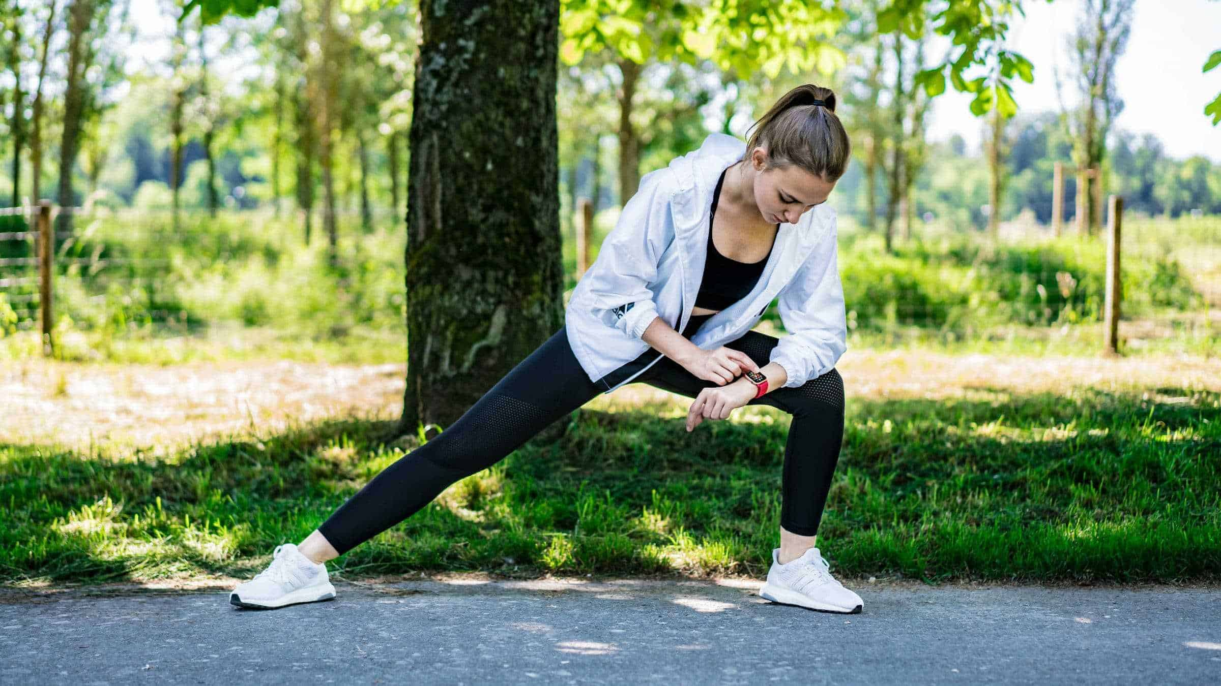 Daniela-Wildi-Stretching-Apple-Watch-Series-4